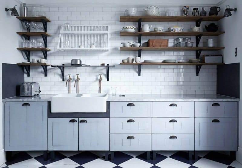 На кухне в стиле винтаж фартук, раковины и краны – как из исторических фильмов