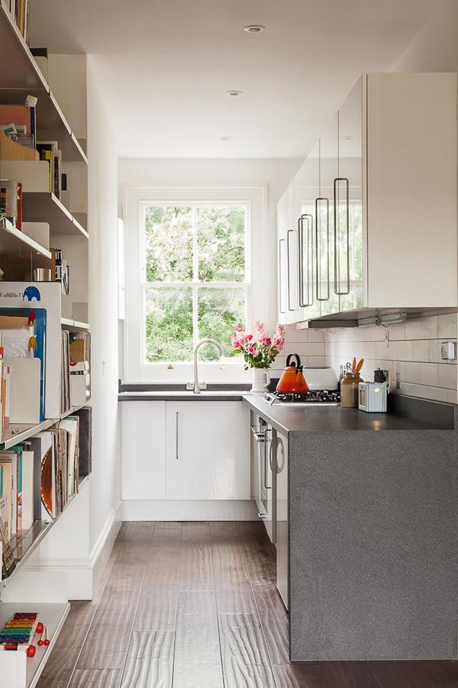Нестандартная планировка кухни от J Foster Architects