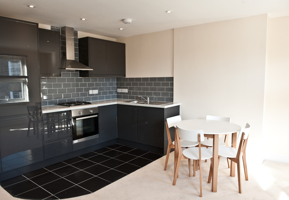 Стол на кухне с нестандартной планировкой