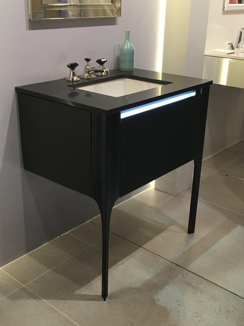 Тенденции дизайна для кухни: тумба с ящиком и подсветкой