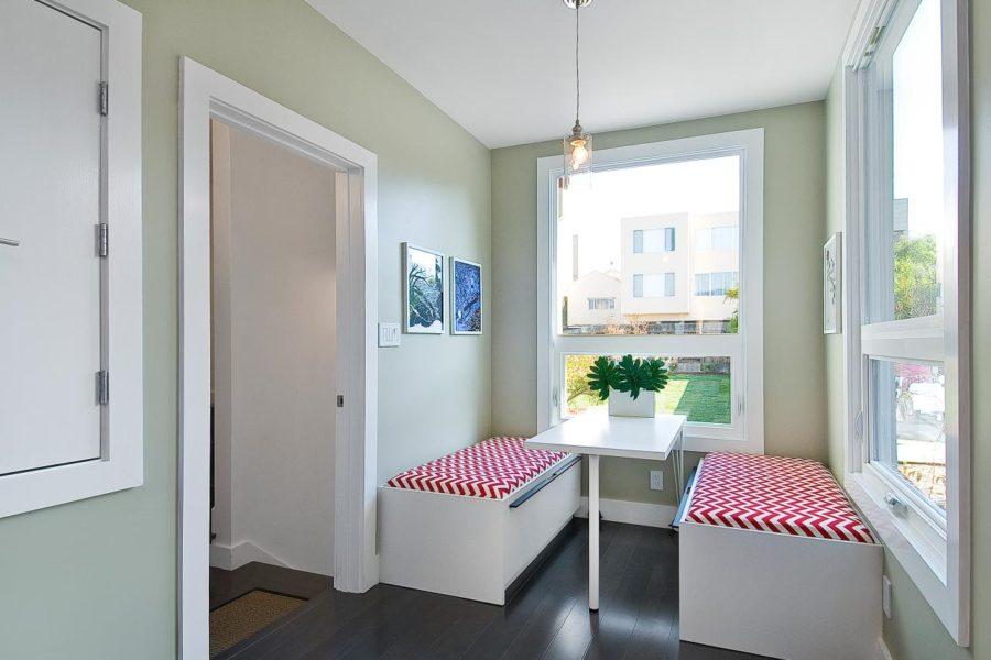 Обеденное место на кухне с эркером - уютный гарнитур. Фото 1