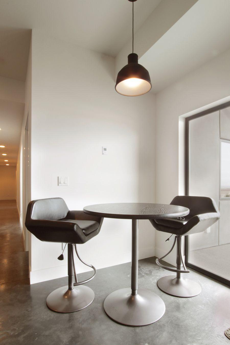 Обеденное место на кухне с эркером - уютный гарнитур. Фото 2