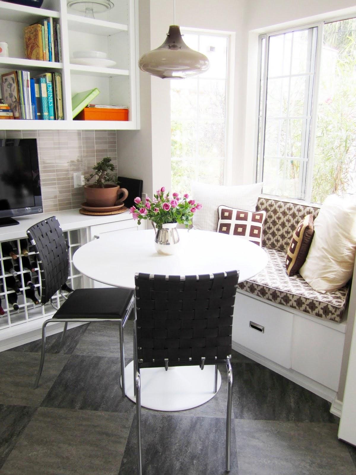 Обеденное место на кухне с эркером - уютный гарнитур. Фото 3