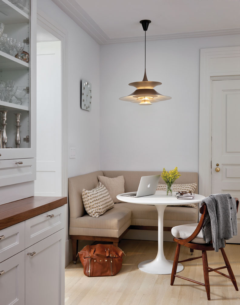 Обеденное место на кухне с эркером - уютный гарнитур. Фото 4