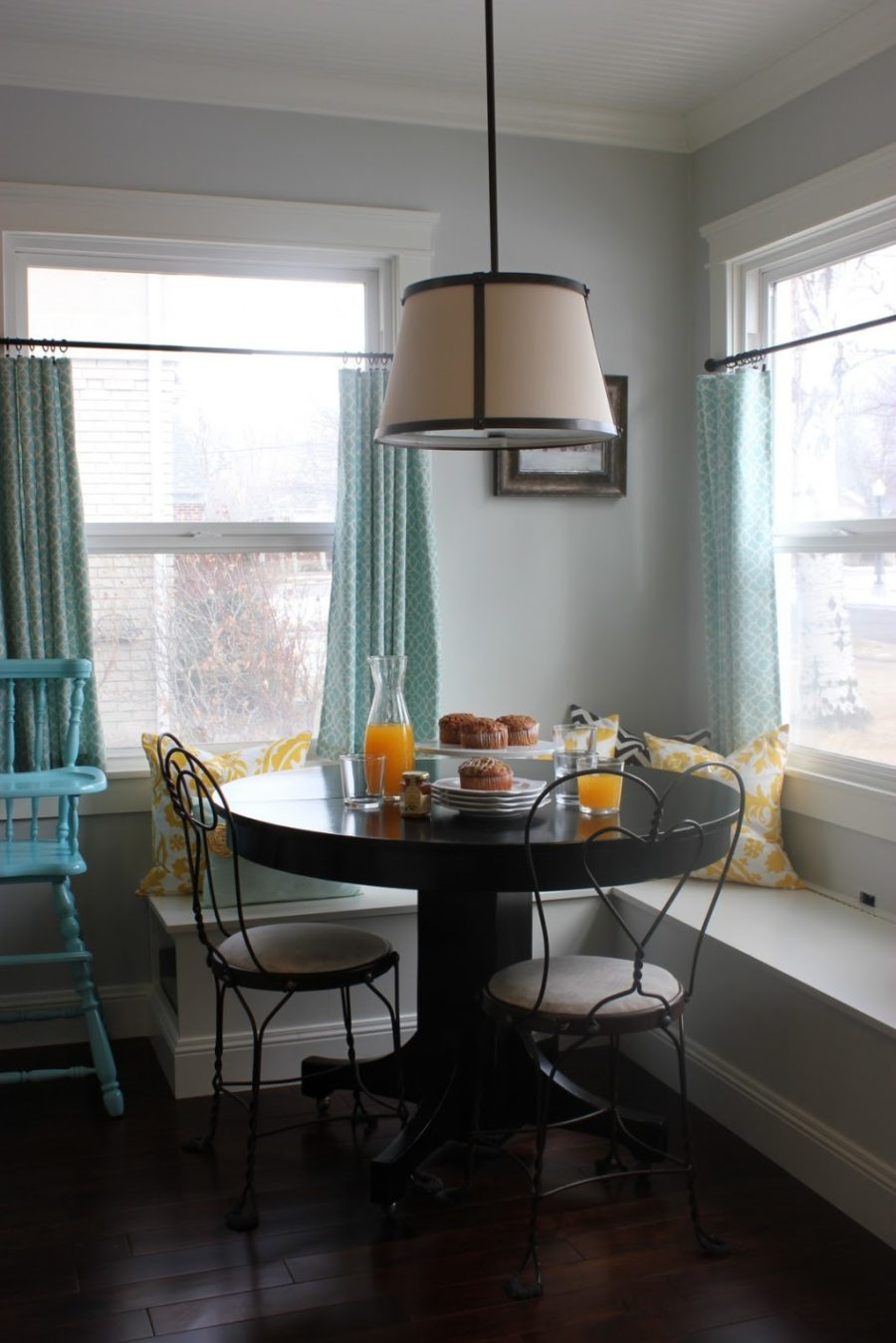 Обеденное место на кухне с эркером - уютный гарнитур. Фото 6
