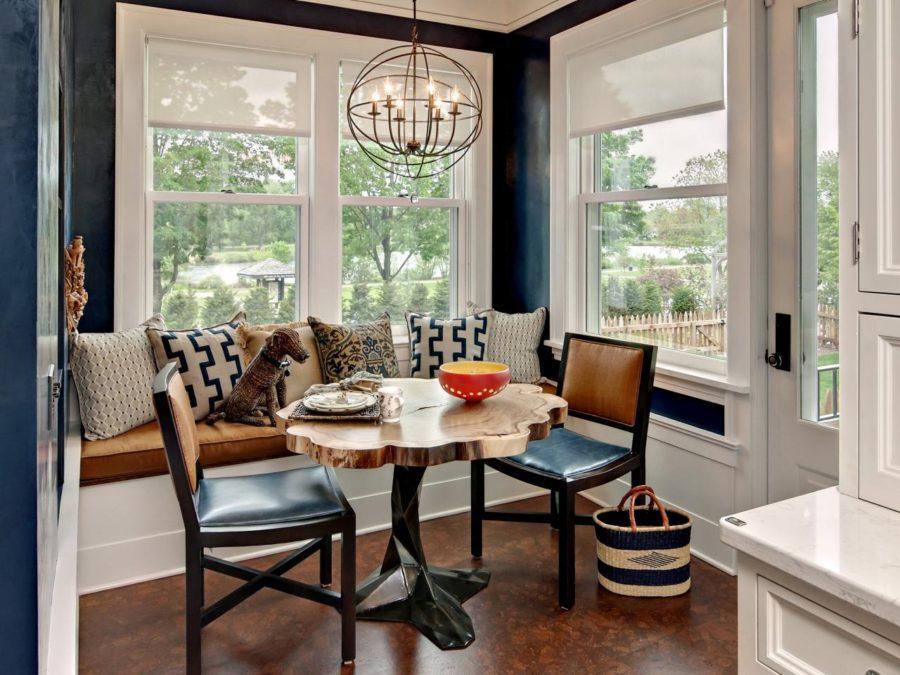 Обеденное место на кухне с эркером - уютный гарнитур. Фото 11