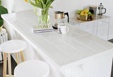 Облицовка столешницы белой плиткой