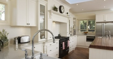 Роскошный дизайн интерьера кухни в белой гамме