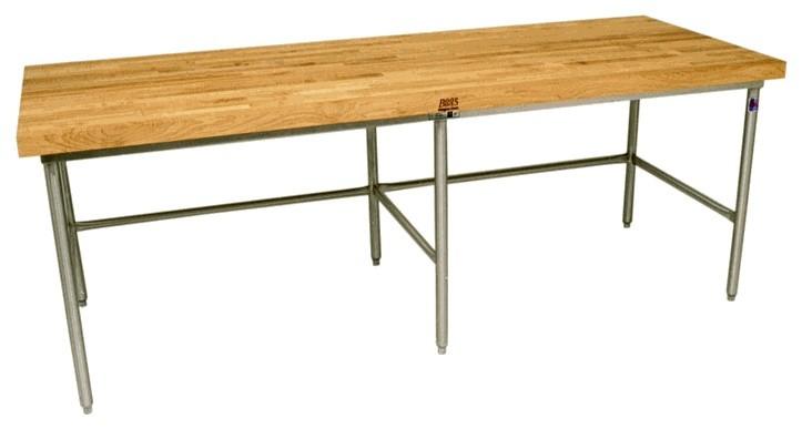 <em>Длинный стол на металлических ножках</em>