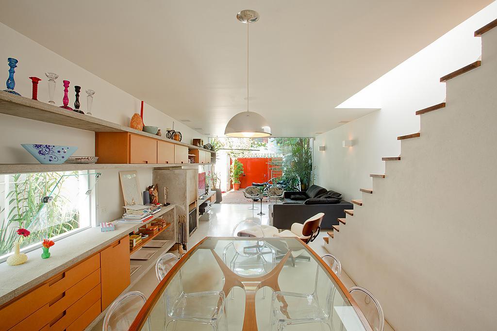 Оранжевая кухня в доме