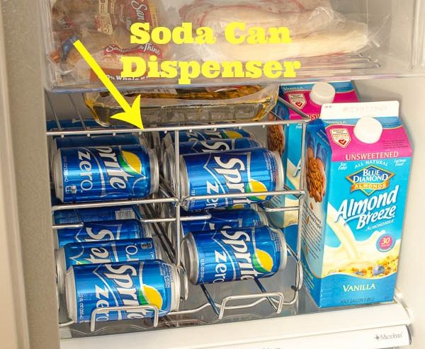 Специальное приспособление для хранения жестяных банок в холодильнике