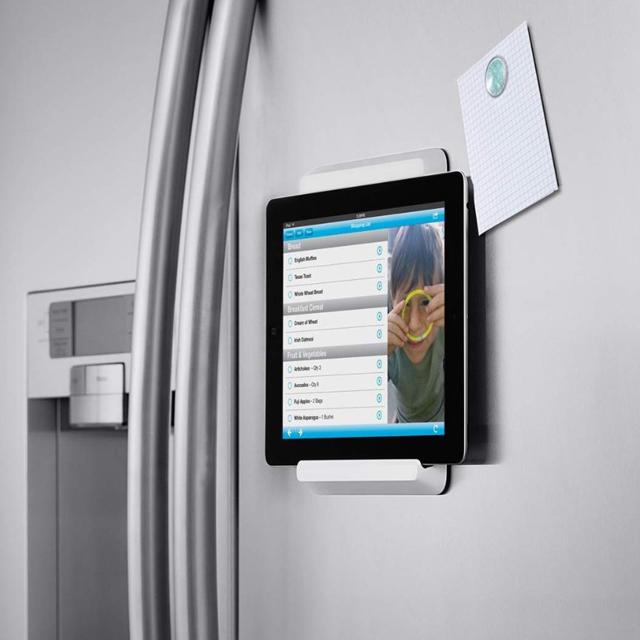 Магнитный держатель для смартфона на дверце холодильника
