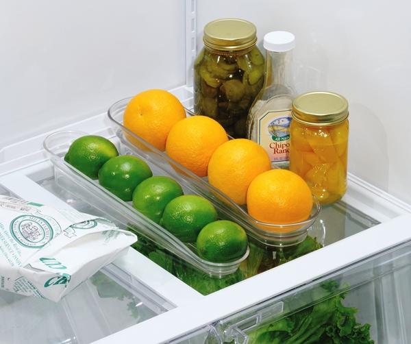 Специальные наклонные контейнеры для хранения фруктов в холодильнике