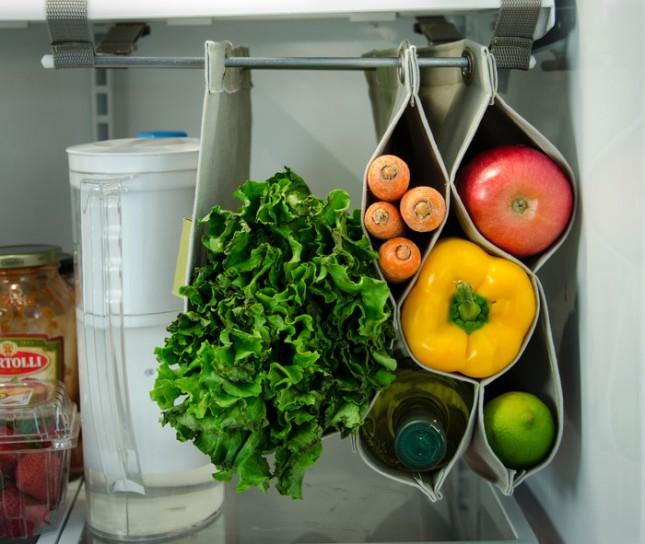 Оригинальное подвесное приспособление в холодильнике для хранения зелени и овощей