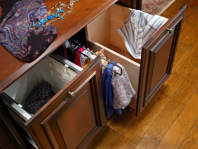 Выдвижные ящики для хранения бытовой химии и кухонного текстиля