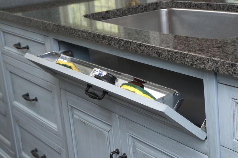Практичный ящик для хранения кухонных аксессуаров от Mullet Cabinet