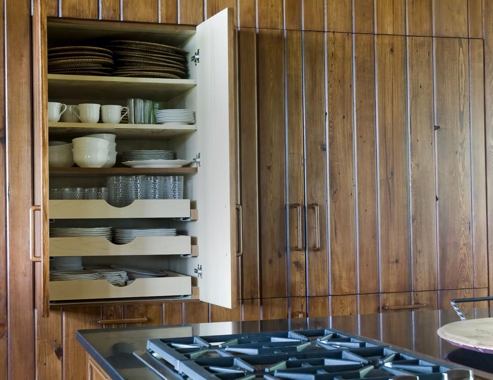Шкаф для хранения посуды от Summerour Architects