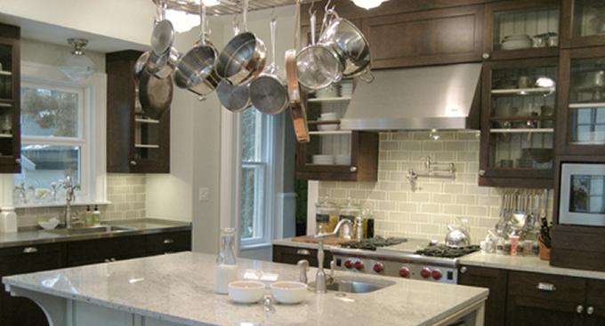 Подвесная система для хранения кастрюль и сковородок от Rebekah Zaveloff | KitchenLab