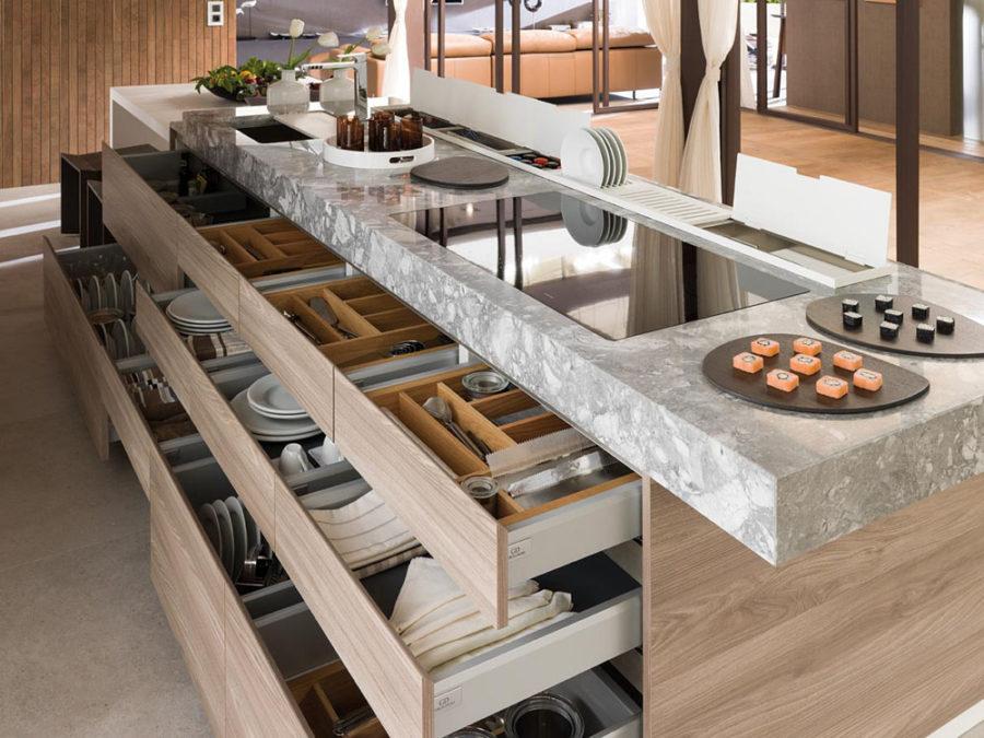Хранение на кухне - роллы на столе