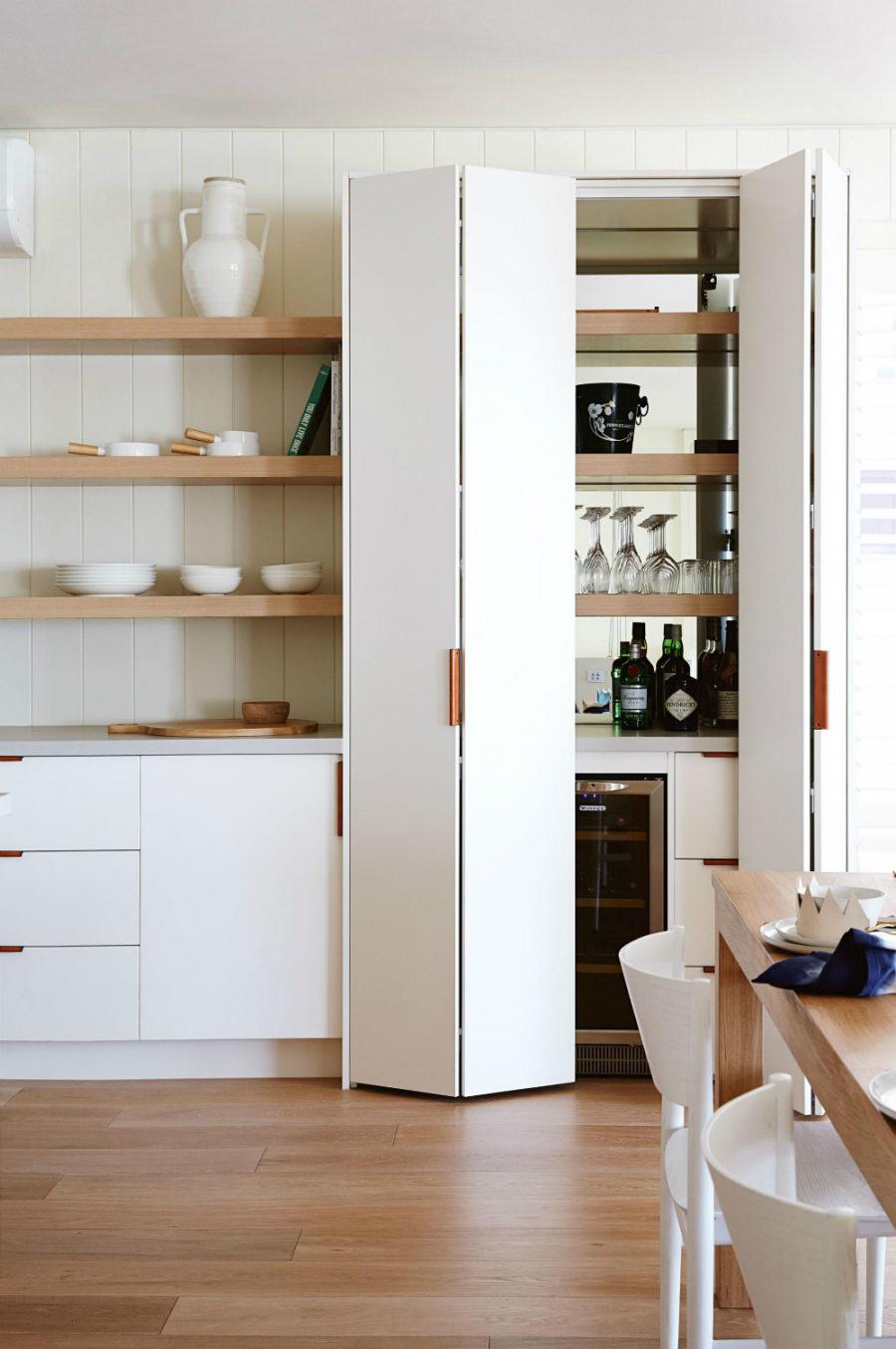 Хранение на кухне - вино в шкафу