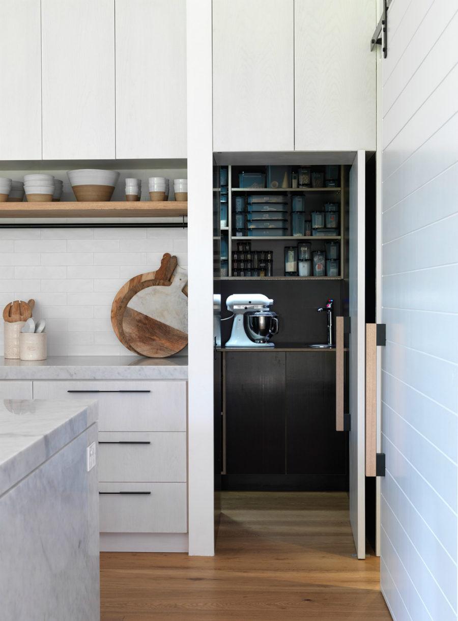 Хранение на кухне - белый в интерьере