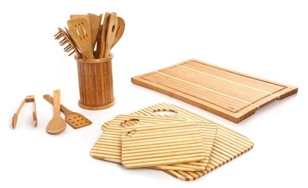 Кухонные аксессуары из бамбука: разделочные доски и набор ложек и поварских лопаток