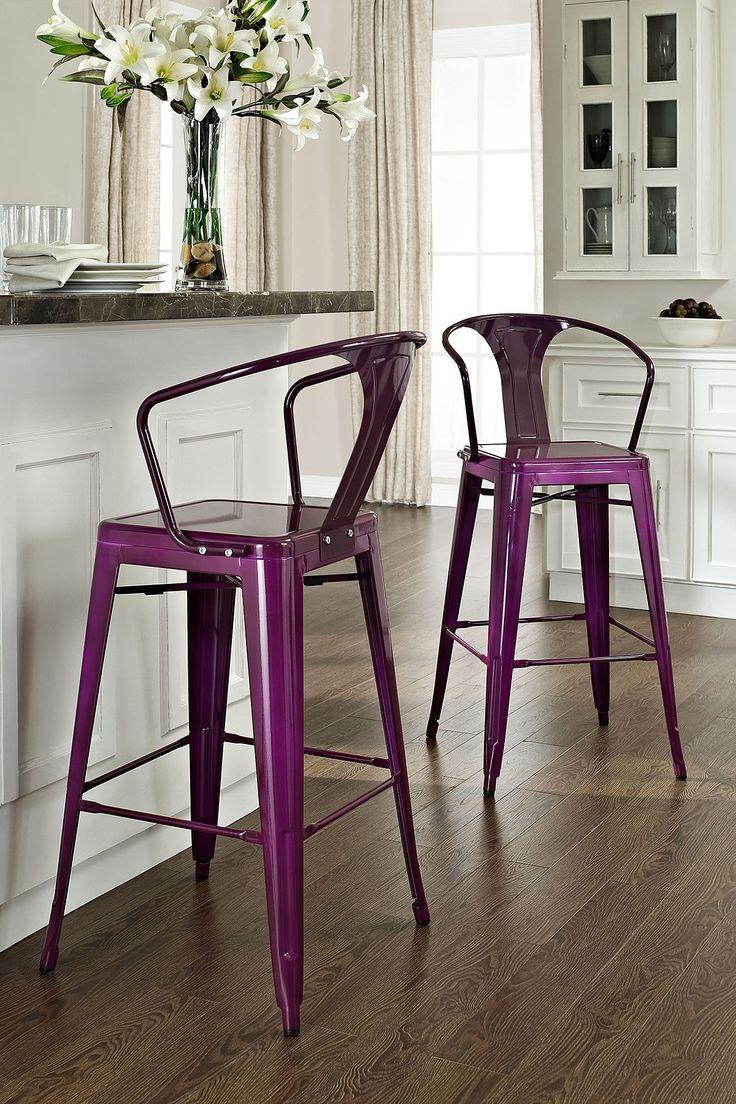 Оригинальные барные стулья ярко-фиолетовых оттенков в интерьере кухни - Фото 1