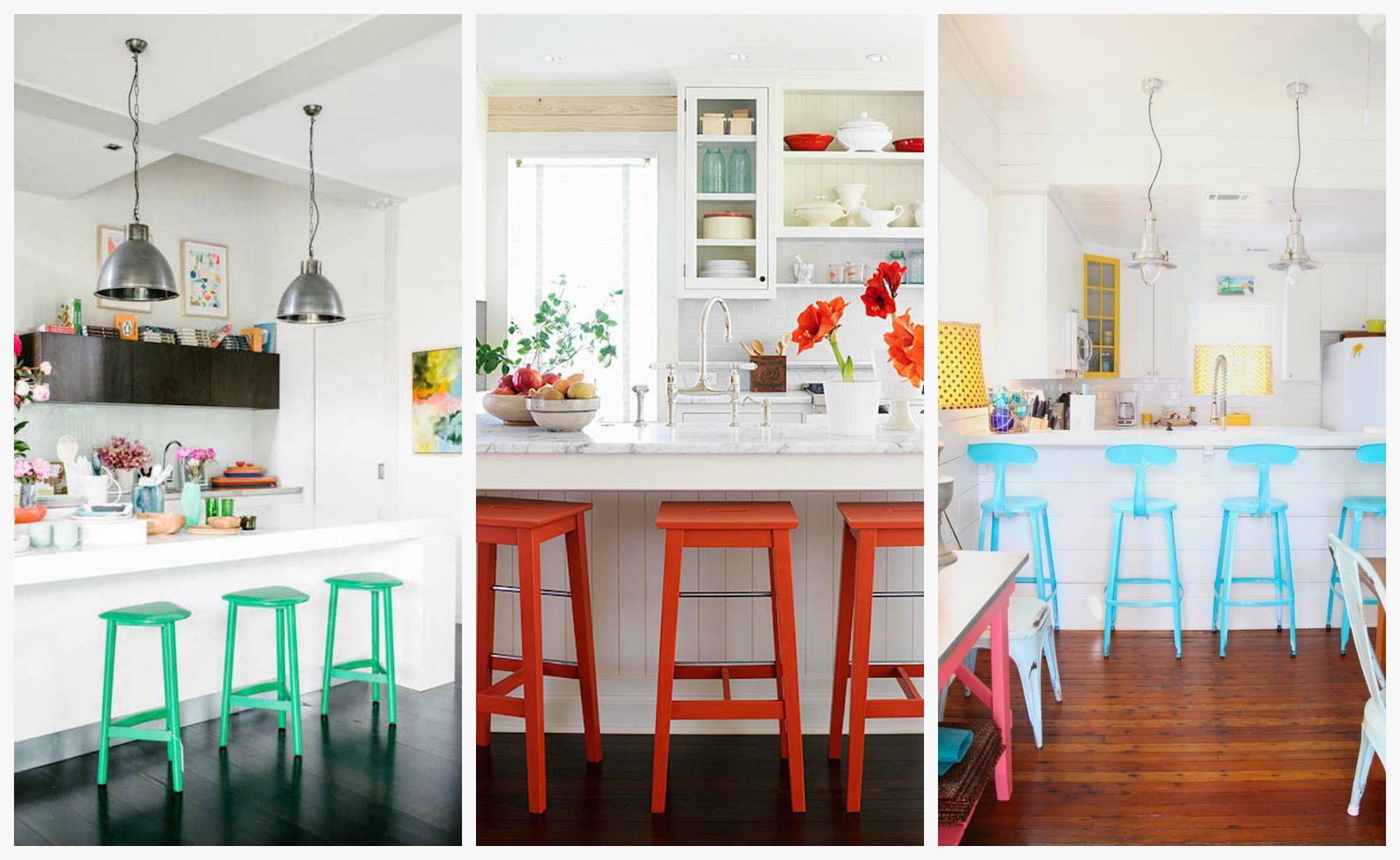 Оригинальные барные стулья ярких оттенков в интерьере кухни
