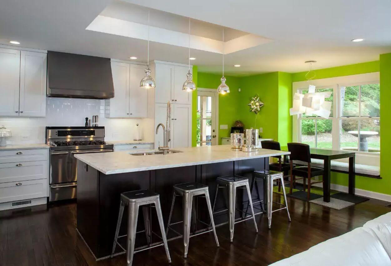 Освещение на кухне: ярко-салатовая стена