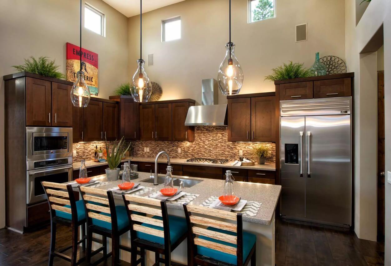 Освещение на кухне: квадратные окна под потолком