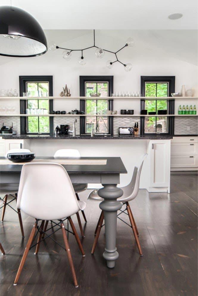 Открытые полки на кухне. Элегантное цветовое сочетание