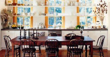 Нестандартное расположение открытых полок на кухне