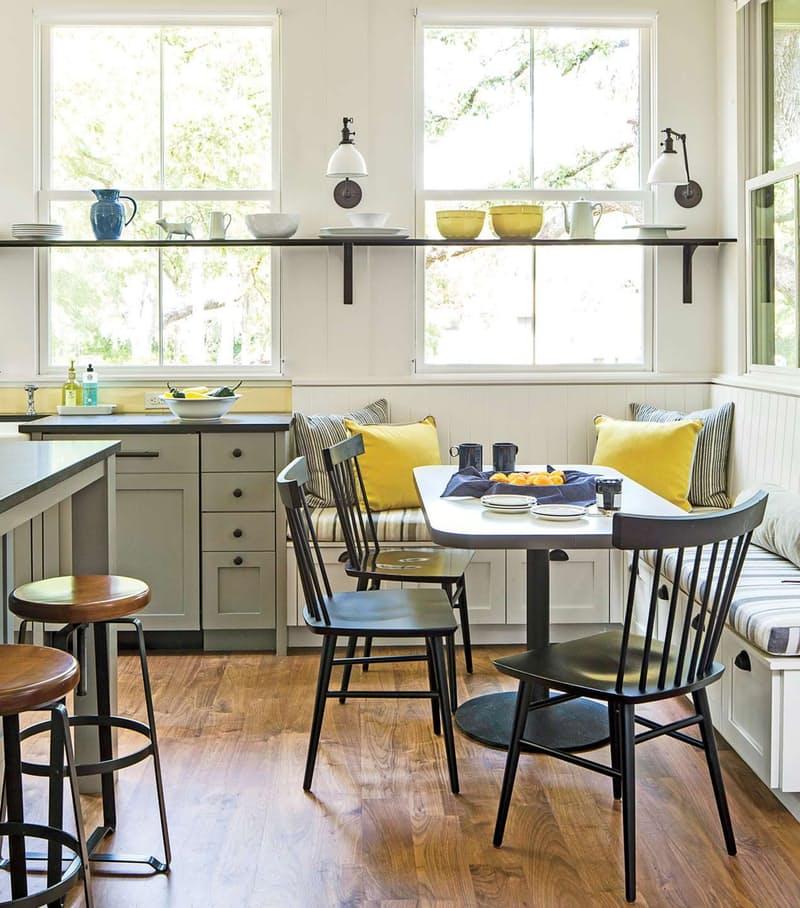 Открытые полки на кухне. Бодрое аллегро весёлых красок