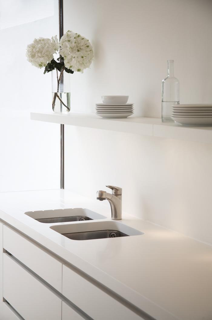 Перепланировка кухни - современный смеситель в интерьере