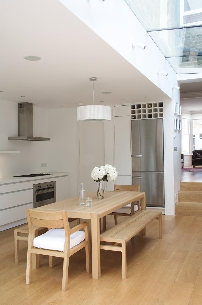 Перепланировка кухни - светлая деревянная мебель в интерьере