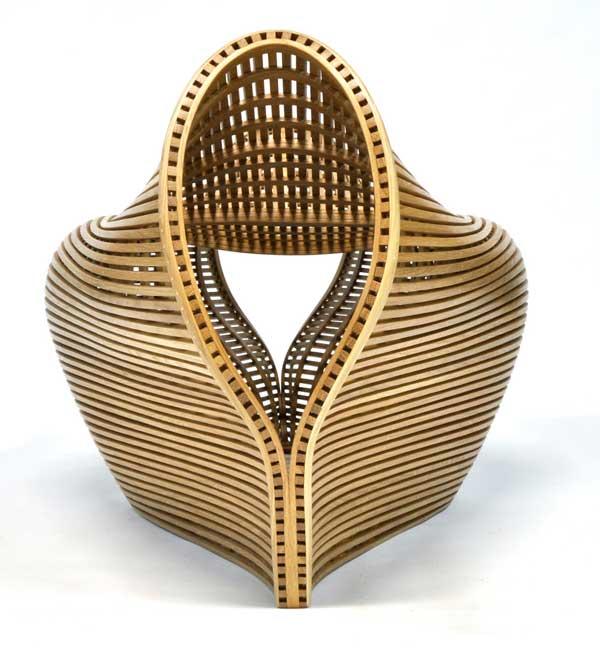 Необычный дизайн гнутого стула из белого дуба Pinch от Matthias Pliessnig