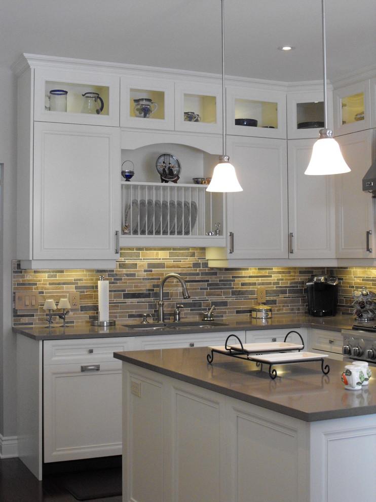 Дизайн-идея расположения сушилки для тарелок в интерьере кухни от 2GO Custom Kitchens Inc.