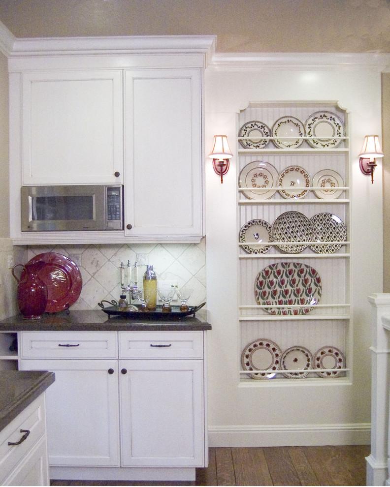 Дизайн-идея расположения сушилки для тарелок в интерьере кухни от K & M Designs