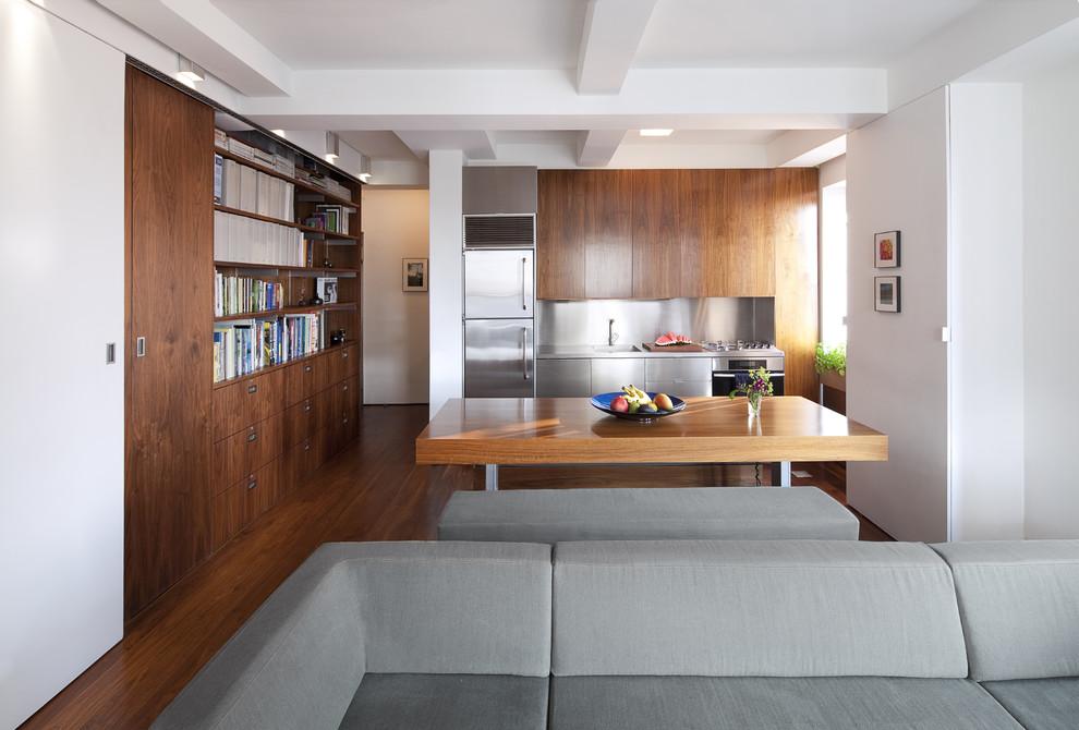 Дизайн деревянного гарнитура в планировке кухни
