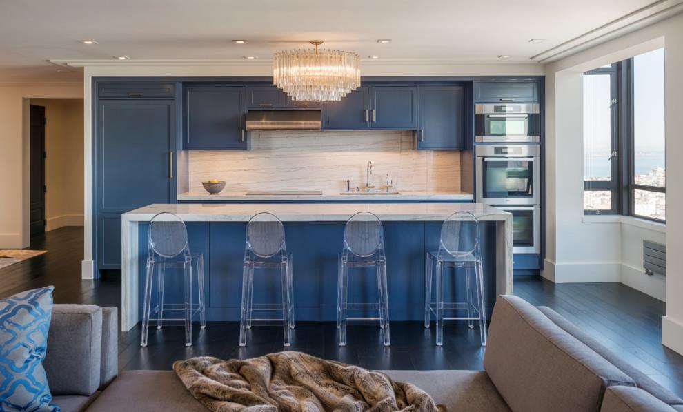 Дизайн синего гарнитура в планировке кухни