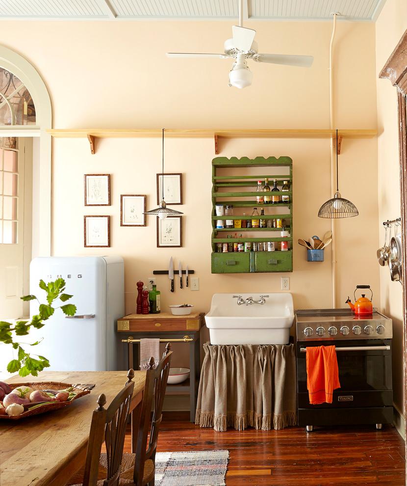Планировка маленькой кухни с минимальным количеством мебели