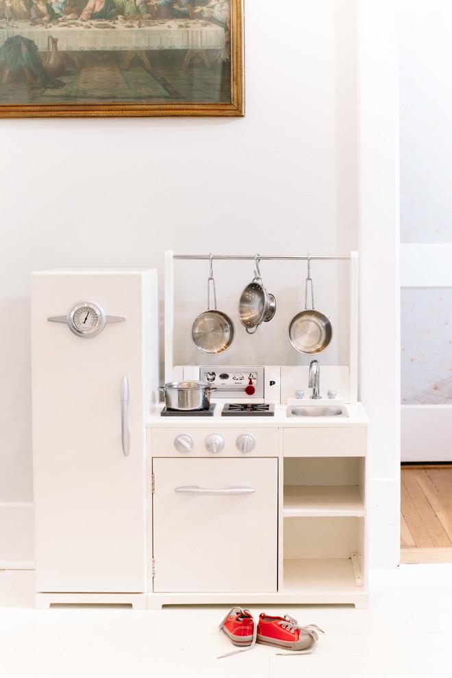 Дизайн белой детской кухни