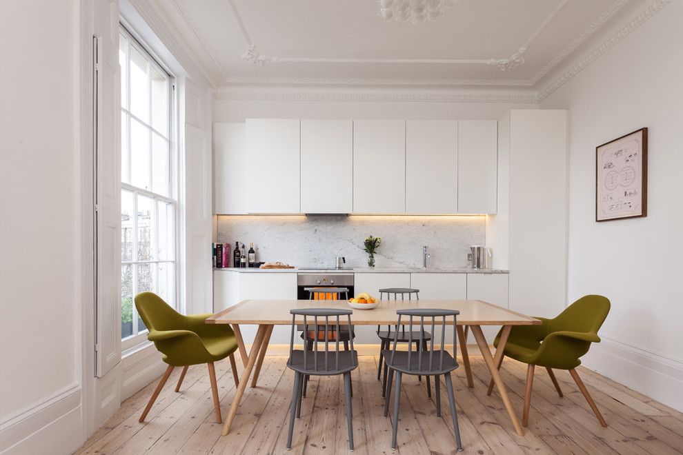 Оригинальные стулья в интерьере кухни