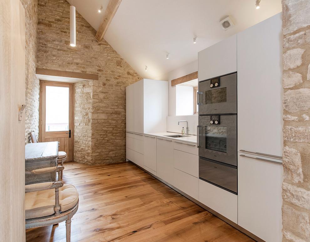Каменная отделка стен в интерьере кухни
