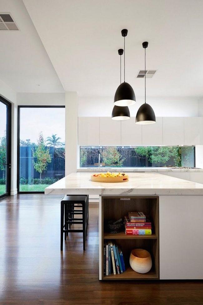 Полки на кухне, встроенные в остров - фото 3
