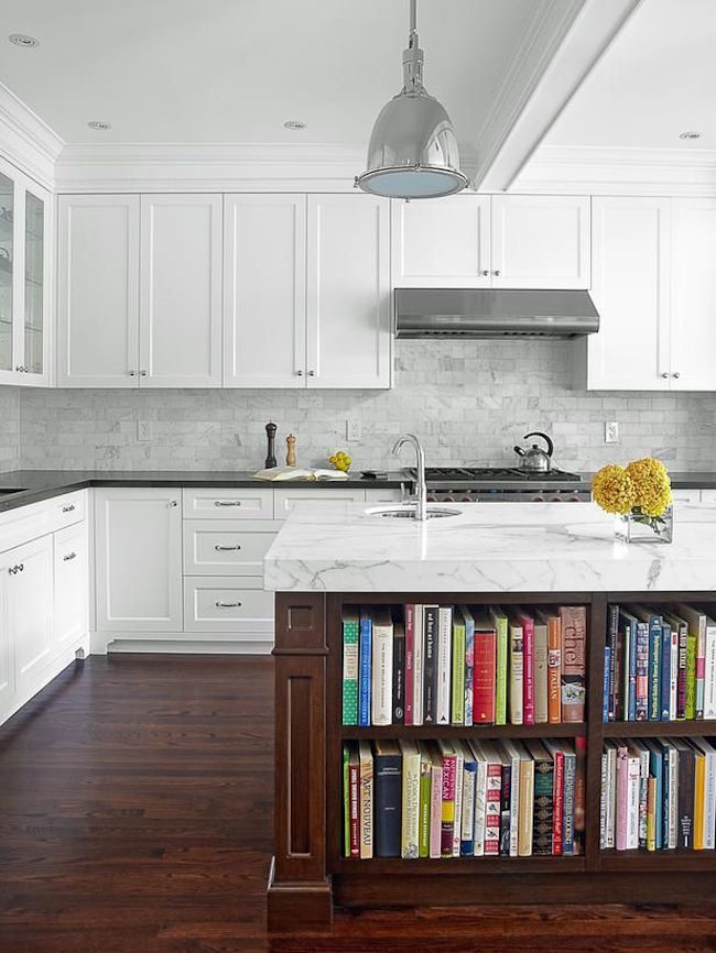 Полки на кухне, встроенные в остров - фото 5