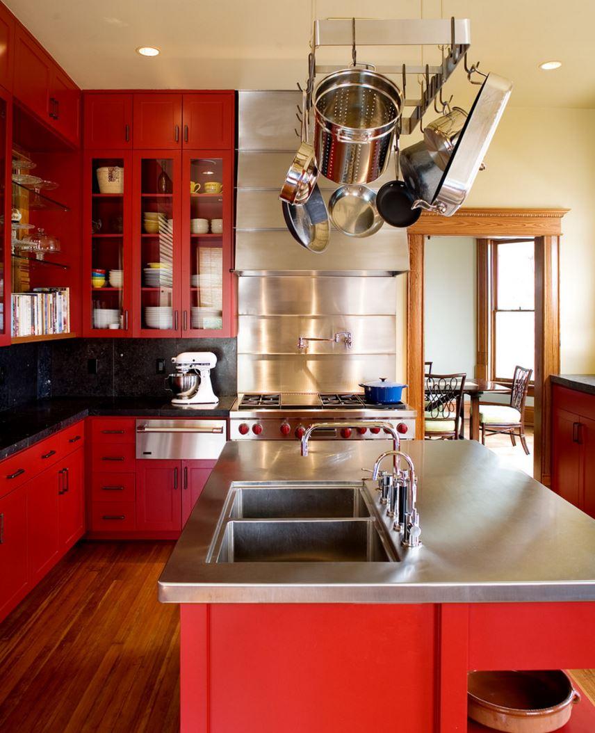 Красивый дизайн кухни в красном цвете