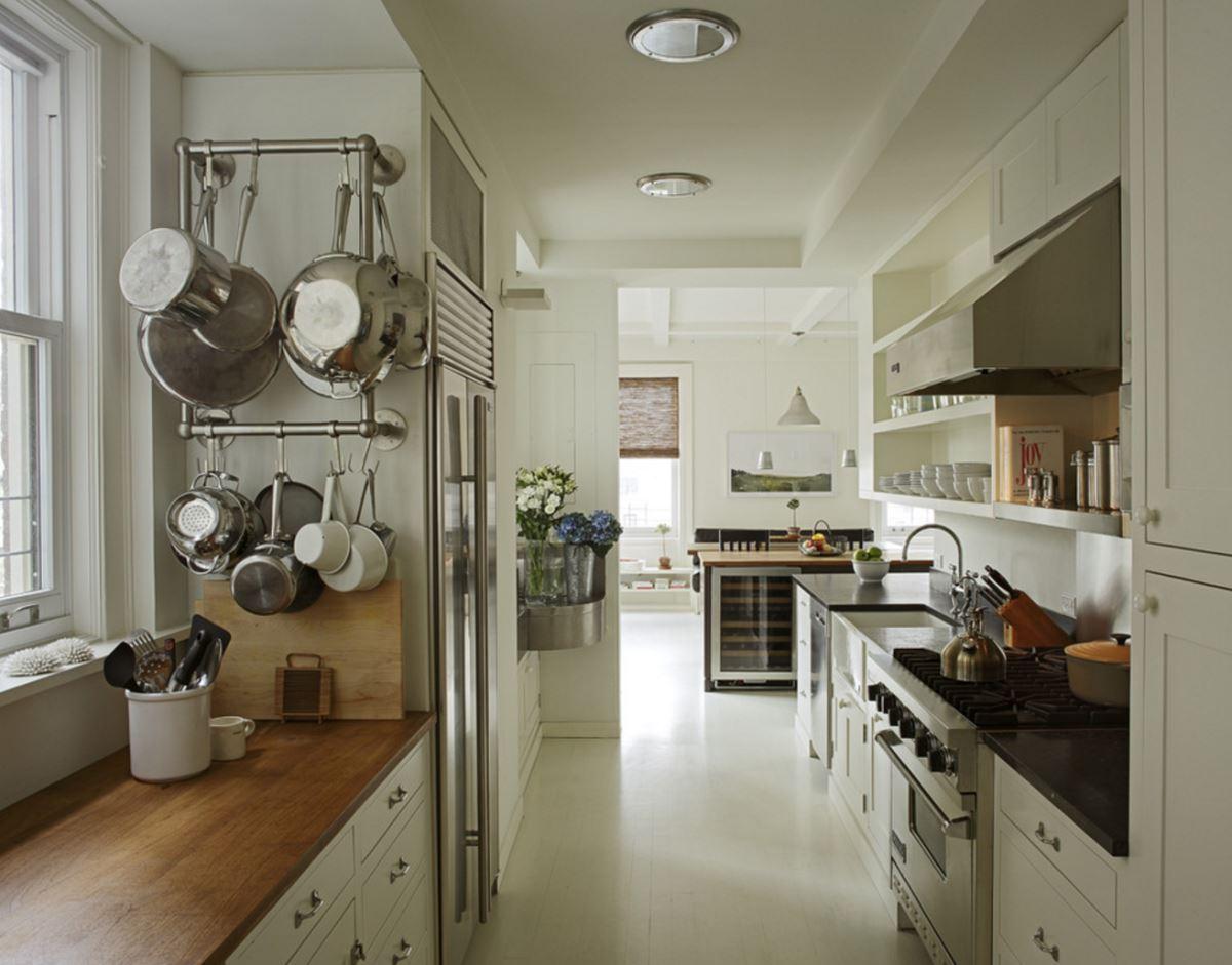 Оригинальный вариант хранения посуды в открытом виде