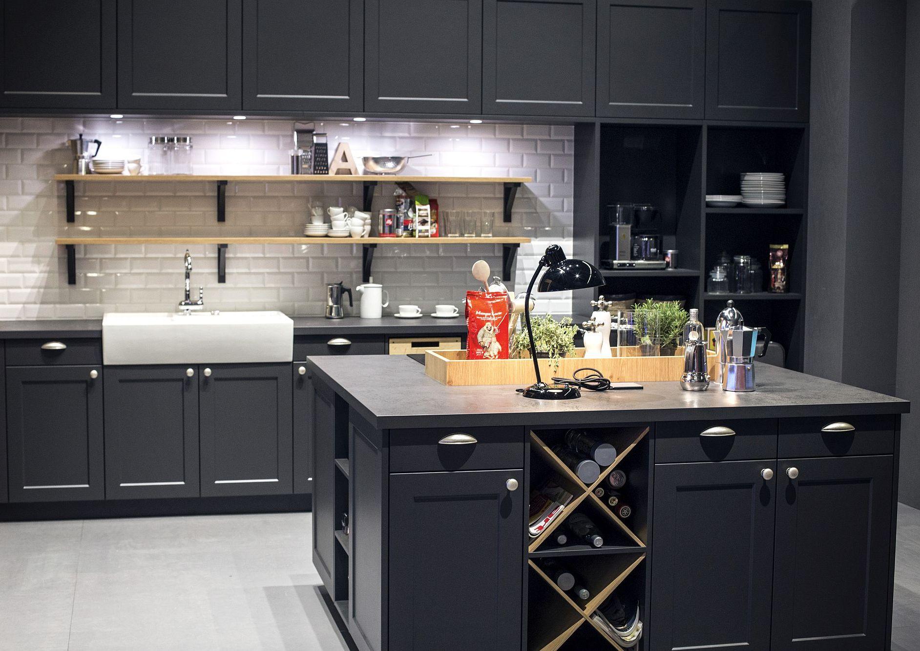 Стильный дизайн чёрно-серой кухни - фото 5