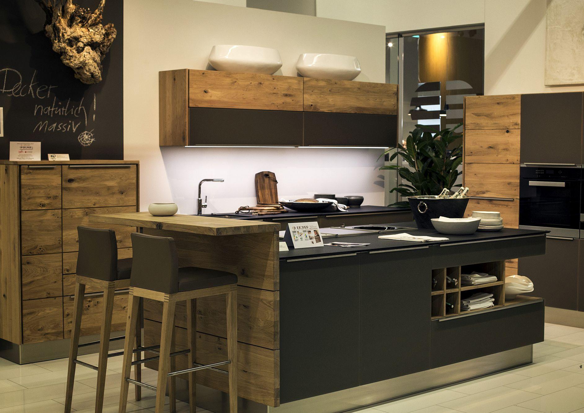 Стильный дизайн чёрно-серой кухни - фото 15